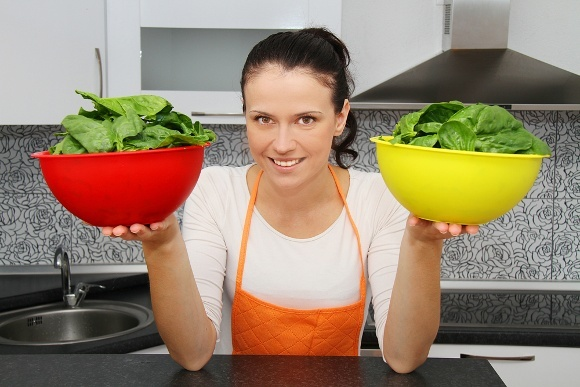 woman-holding-two-bowls-of-green-spinach