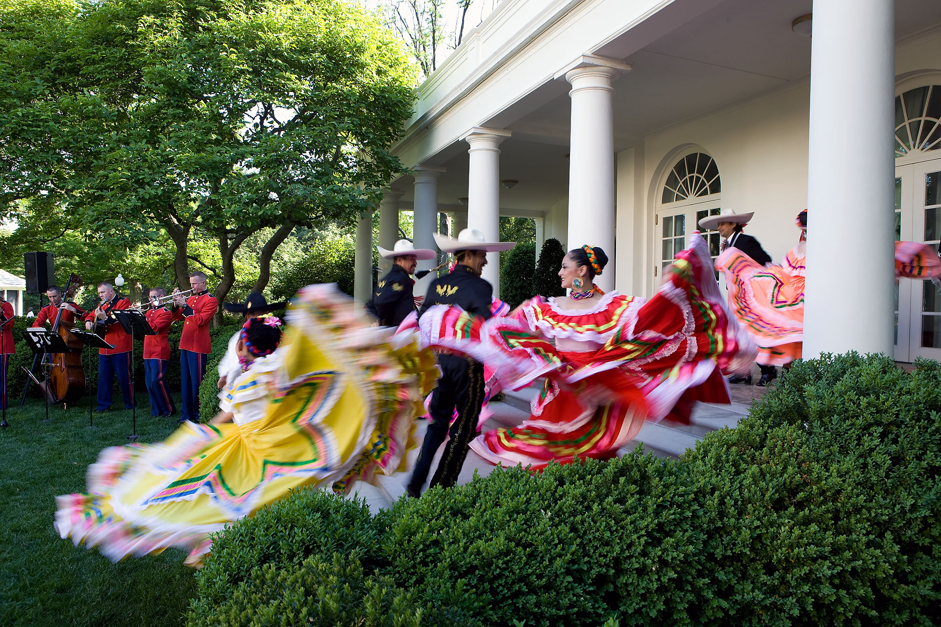 Dancers perform at the Cinco de Mayo reception in the Rose Garden of the White House, May 5, 2010.  (Official White House Photo by Chuck Kennedy)