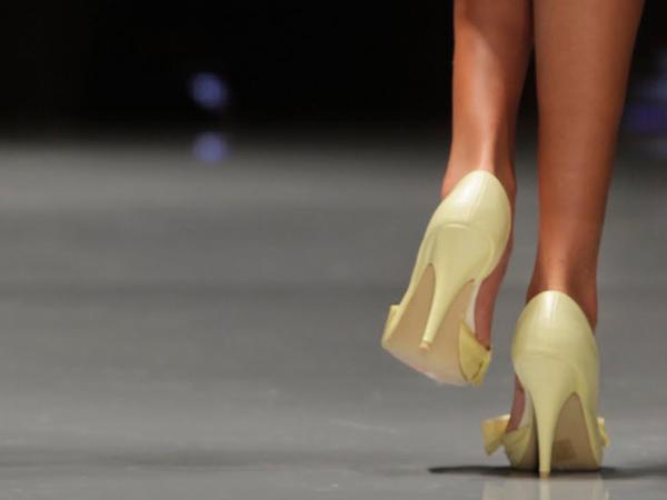 Con Zapatos de Tacón