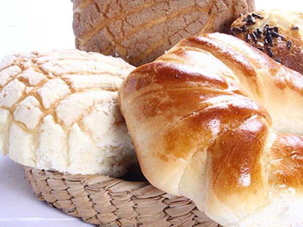 Quien en pan piensa…