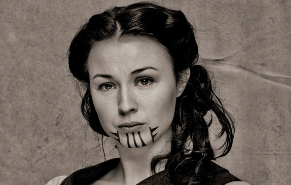 Primer tatuaje de un MOHAVE a una mujer blanca