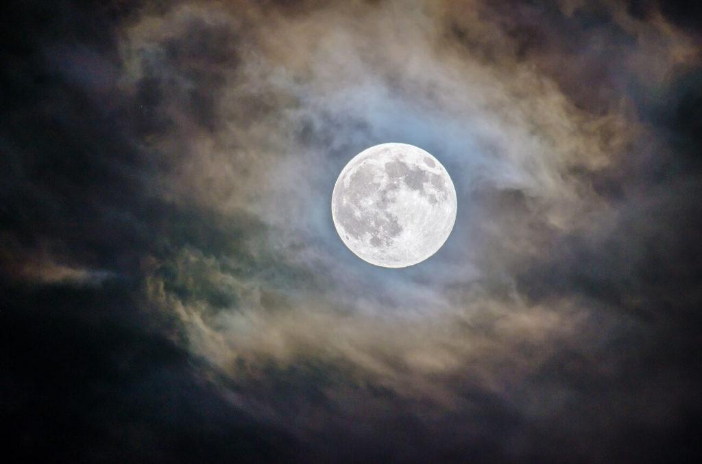 Terremotos y luna llena